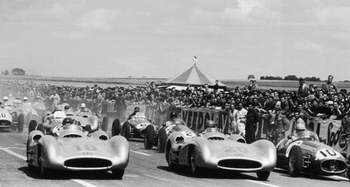 The Mercedes of Juan Manuel Fangio and Karl Kling accelerate away from the field at the start of the French Grand Prix