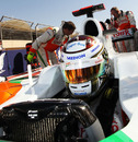 Adrian Sutil makes his last-minute checks ahead of the race, Bahrain Grand Prix, Bahrain International Circuit, March 14, 2010