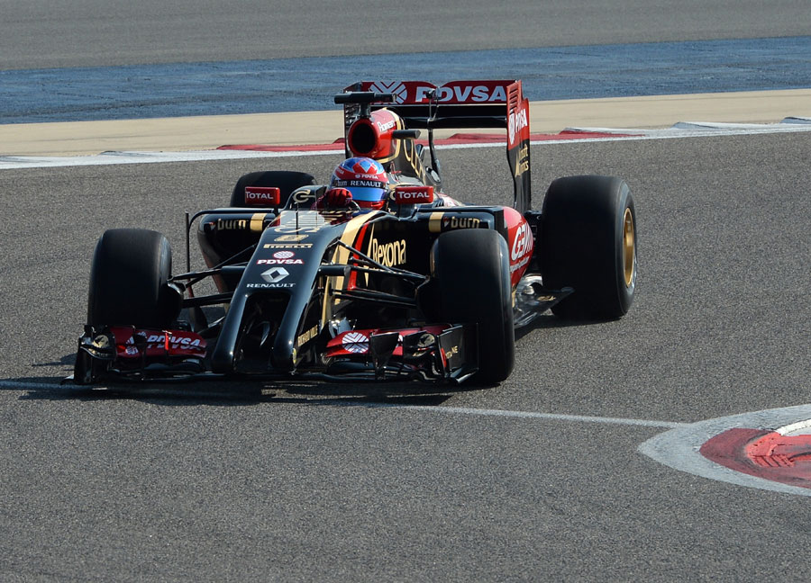 Romain Grosjean aims for the apex on his first lap in the Lotus E22