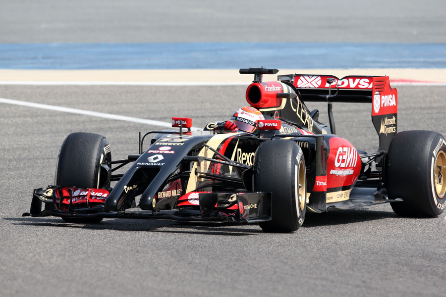 Pastor Maldonado in the middle of a corner