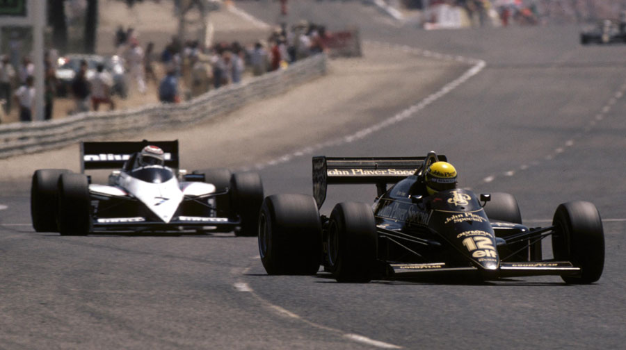 Ayrton Senna leads Nelson Piquet into a corner