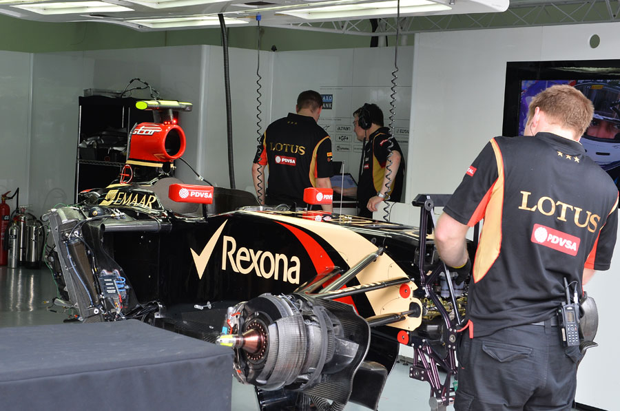 Pastor Maldonado's E22 is stripped down during FP2
