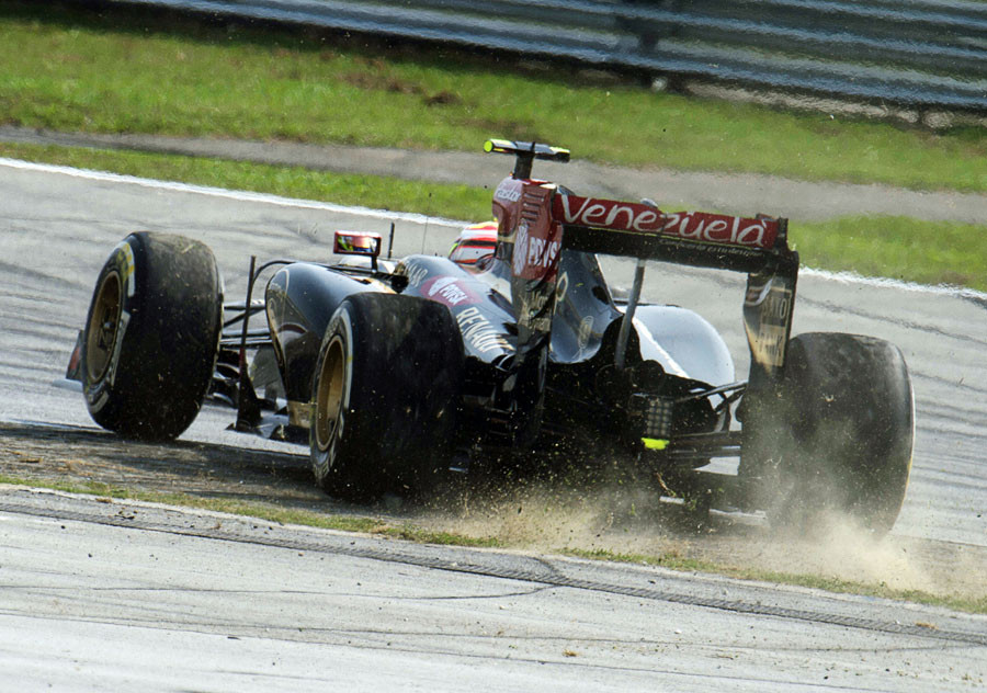 Pastor Maldonado spins off the circuit on lap one