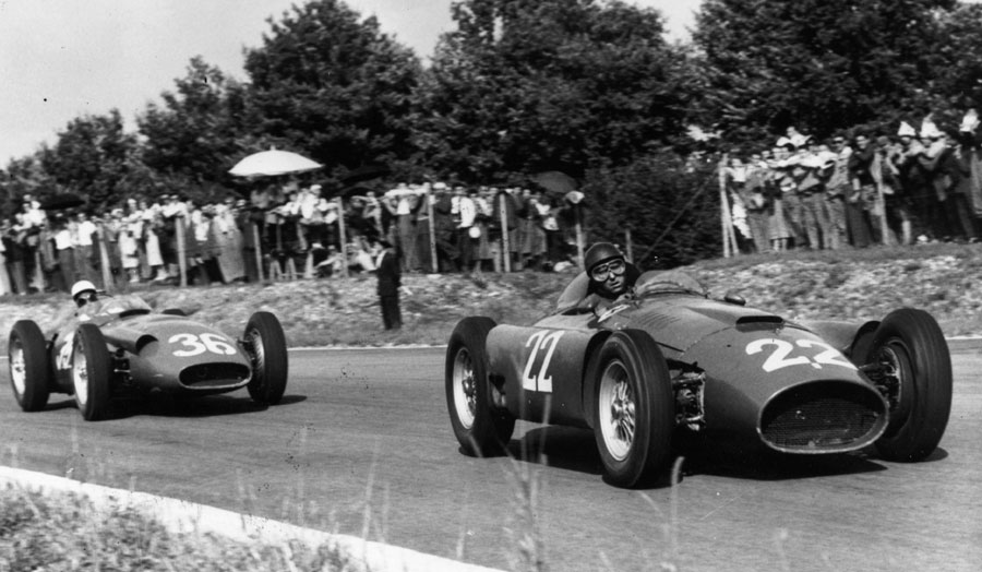 Stirling Moss hunts down Juan Manuel Fangio at Monza