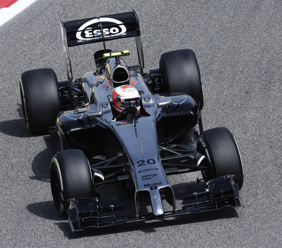 Kevin Magnussen turns in to a corner