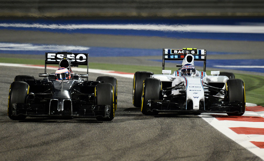 Jenson Button navigates past Valtteri Bottas
