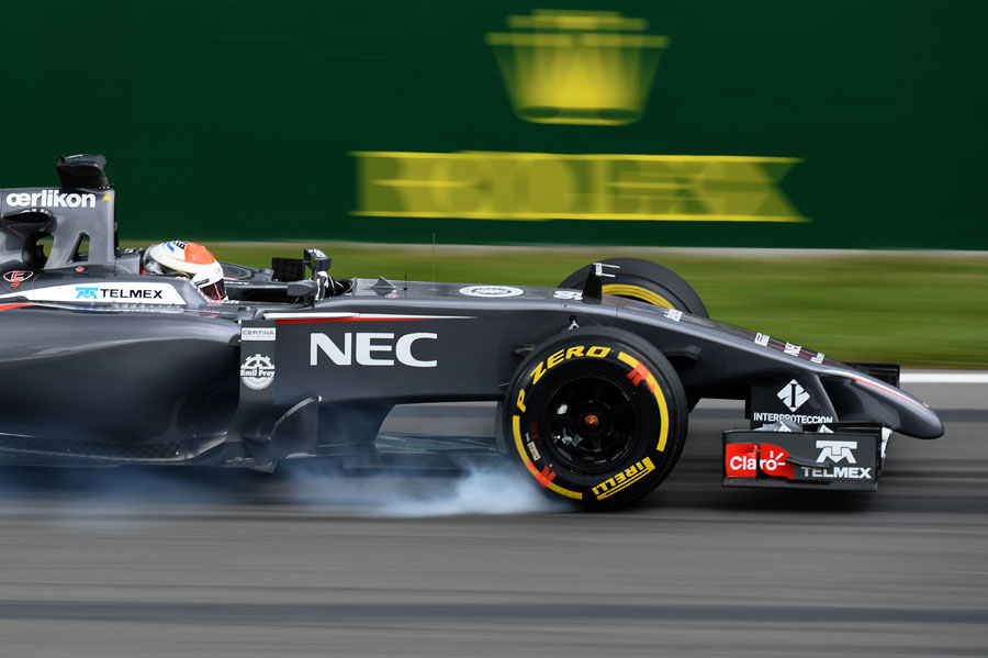 Adrian Sutil snatches a brake in the Sauber
