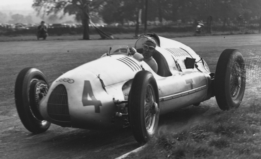 Tazio Nuvolari on his way to victory at Donington