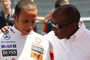 Lewis Hamilton with father Anthony before the 2009 Turkish Grand Prix