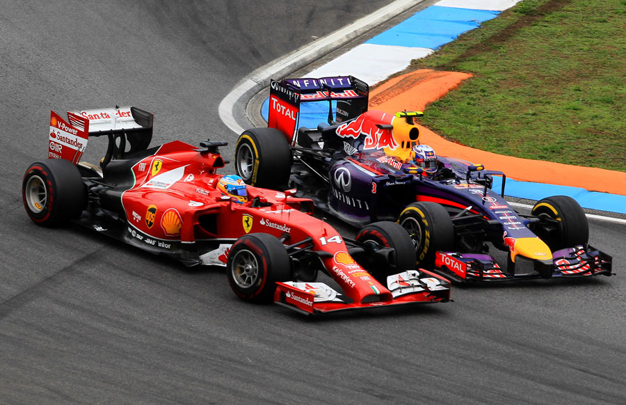 Fernando Alonso and Daniel Ricciardo race for position