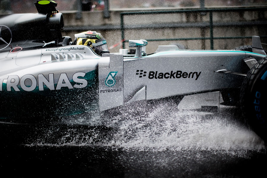 Nico Rosberg heads to the grid