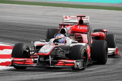 Jenson Button holds off Fernando Alonso
