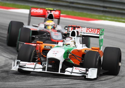 Adrian Sutil holds off Lewis Hamilton