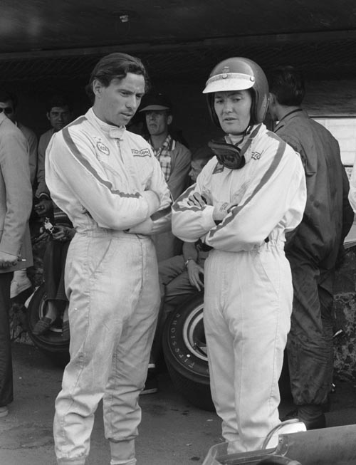 Winner Jim Clark (L) with Ferrari's Jonathan Williams at the 1967 Mexican Grand Prix