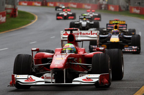 Felipe Massa leads a gaggle of cars early in the race
