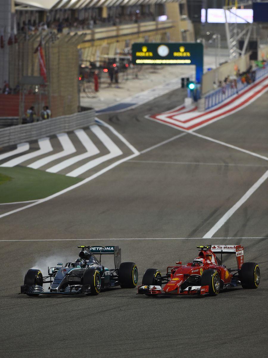 Nico Rosberg overtakes Kimi Raikkonen