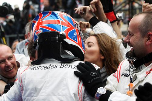Jenson Button celebrates with girlfriend Jessica Michibata