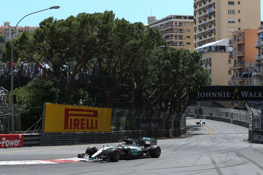 Lewis Hamilton extends his lead
