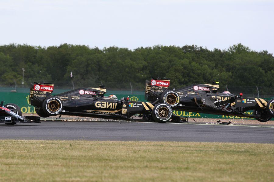 The opening lap incident between Pastor Maldonado and Romain Grosjean