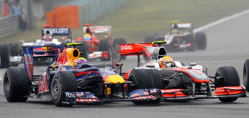 Mark Webber battles with Lewis Hamilton