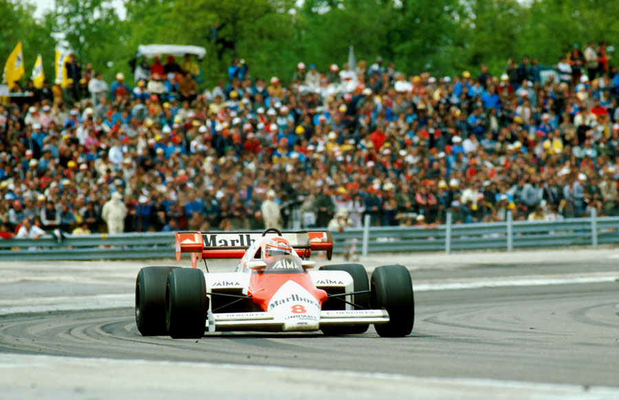 Niki Lauda on his way to victory in France
