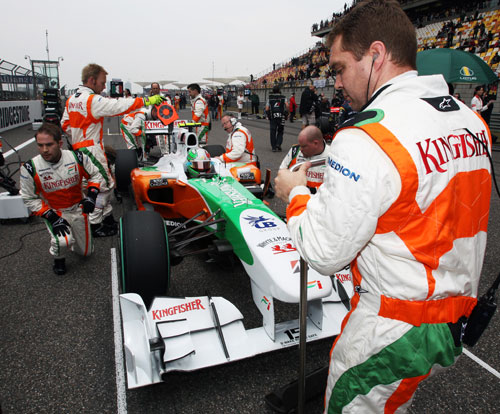 Tonio Liuzzi lines up on the grid