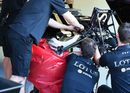 Lotus mechanic rush to repaire Pastor Maldonado's car after chrash in FP1
