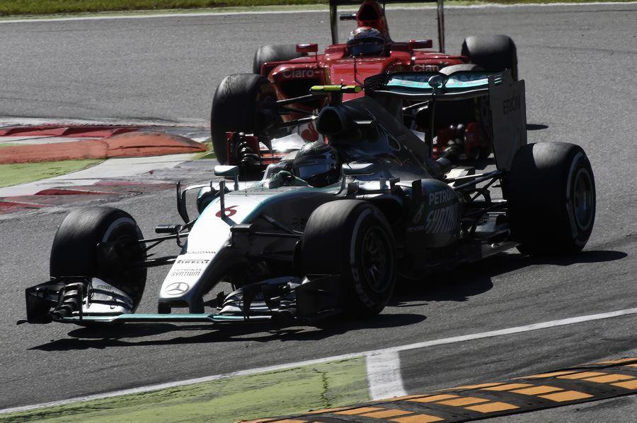 Nico Rosberg leads Kimi Raikkonen
