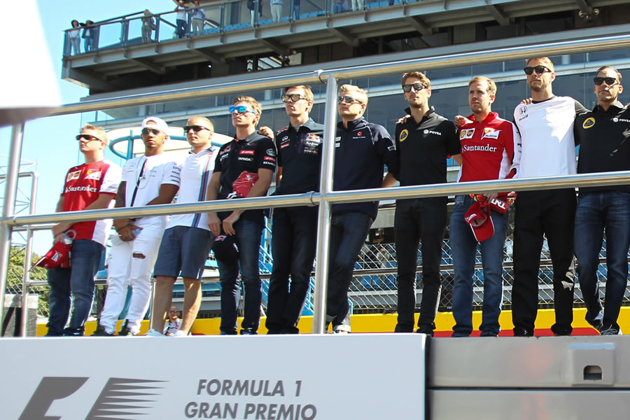 F1 drivers observed a minute's silence for the death of Justin Wilson