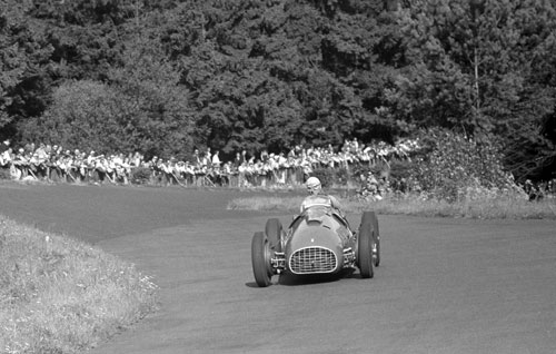 Alberto Ascari running through the bends of Hatzenbach