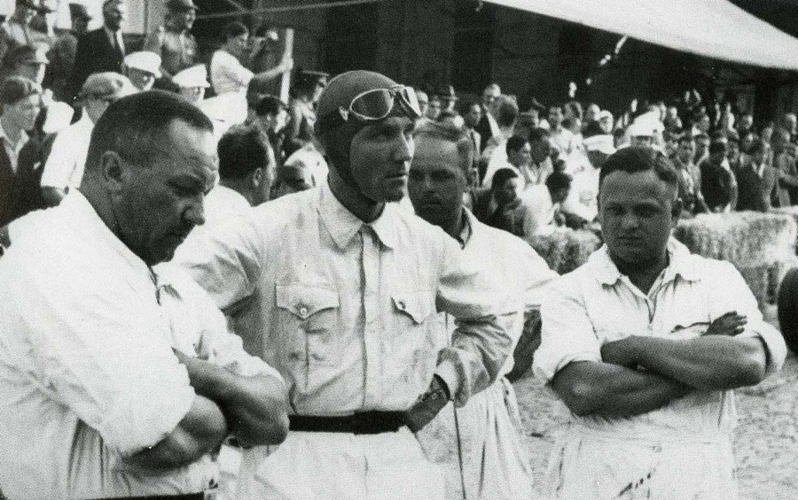 Manfred von Brauchitsch prepares for the start of the race