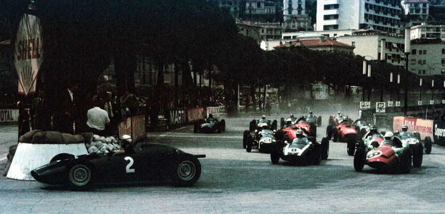 Jo Bonnier takes the lead at the start from Tony Brooks, Jack Brabham, and eventual winner Stirling Moss