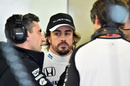 Fernando Alonso speaks with Andrea Stella