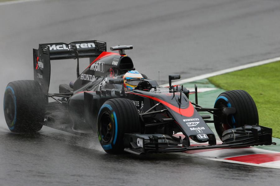縁石に乗るアロンソ | Formula 1 画像 | ESPN F1