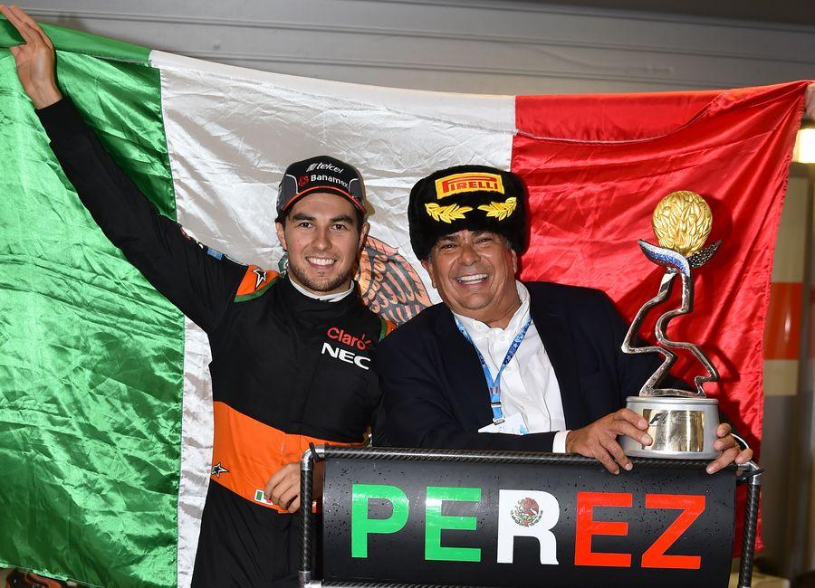 Sergio Perez celebrates third place with his father Antonio Perez Garibay