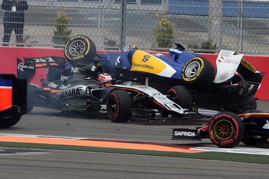 Nico Hulkenberg and Marcus Ericsson crash on the opening lap