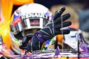 Daniel Ricciardo pull on gloves
