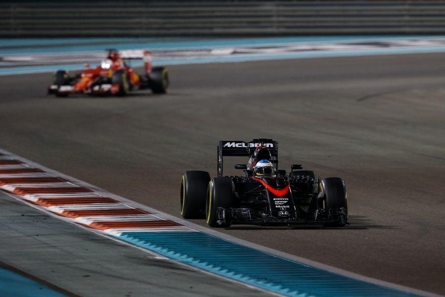 Fernando Alonso works hard to keep pace
