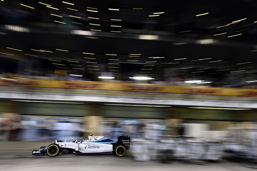 Valtteri Bottas makes a pitstop during the race