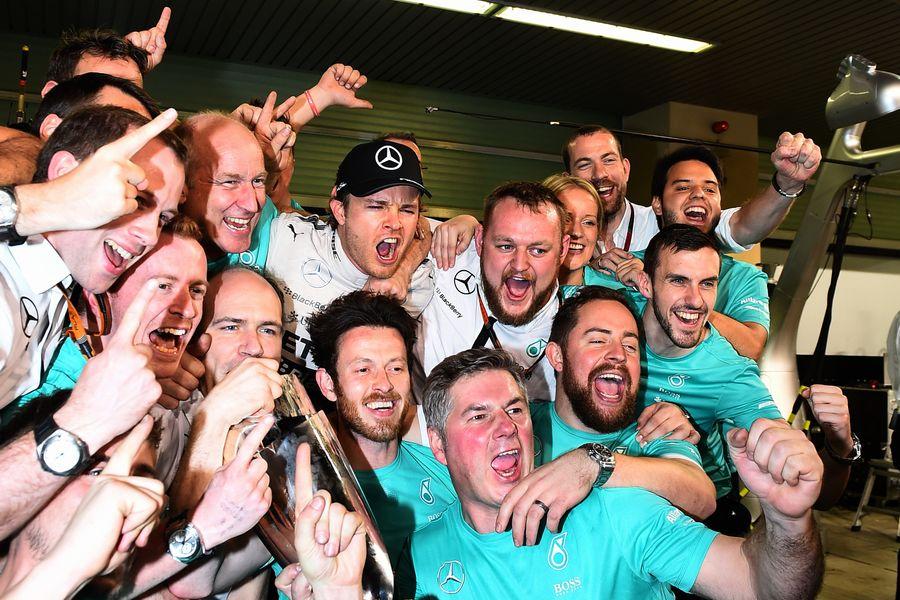 Nico Rosberg celebrates with Mercedes members