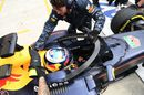 Daniel Ricciardo returnes to the pit after running with aeroscreen