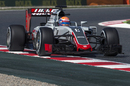 Romain Grosjean puts on medium tyres
