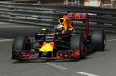 Daniel Ricciardo works hard to keep its pace