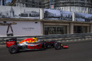 Daniel Ricciardo works hard to keep his pace