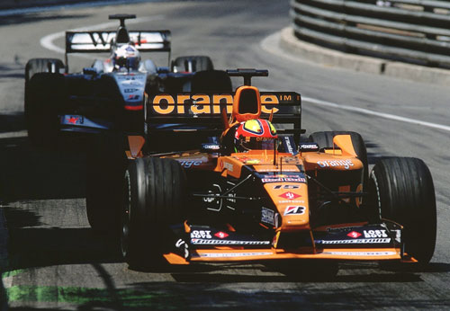 Enrique Bernoldi gets in the way of David Coulthard
