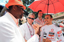 Chris Tucker chats to Lewis Hamilton and Michael Douglas, Monaco Grand Prix, Monte Carlo, May 16, 2010