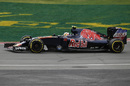 Carlos Sainz works hard to keep its pace
