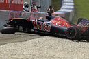 Daniil Kvyat crashes in Q1