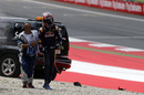 Daniil Kvyat walks away after crashing in Q1