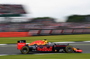 Daniel Ricciardo at speed in qualifying